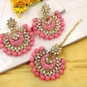 Stylish Kundan Women's MaangTikka With Earrings